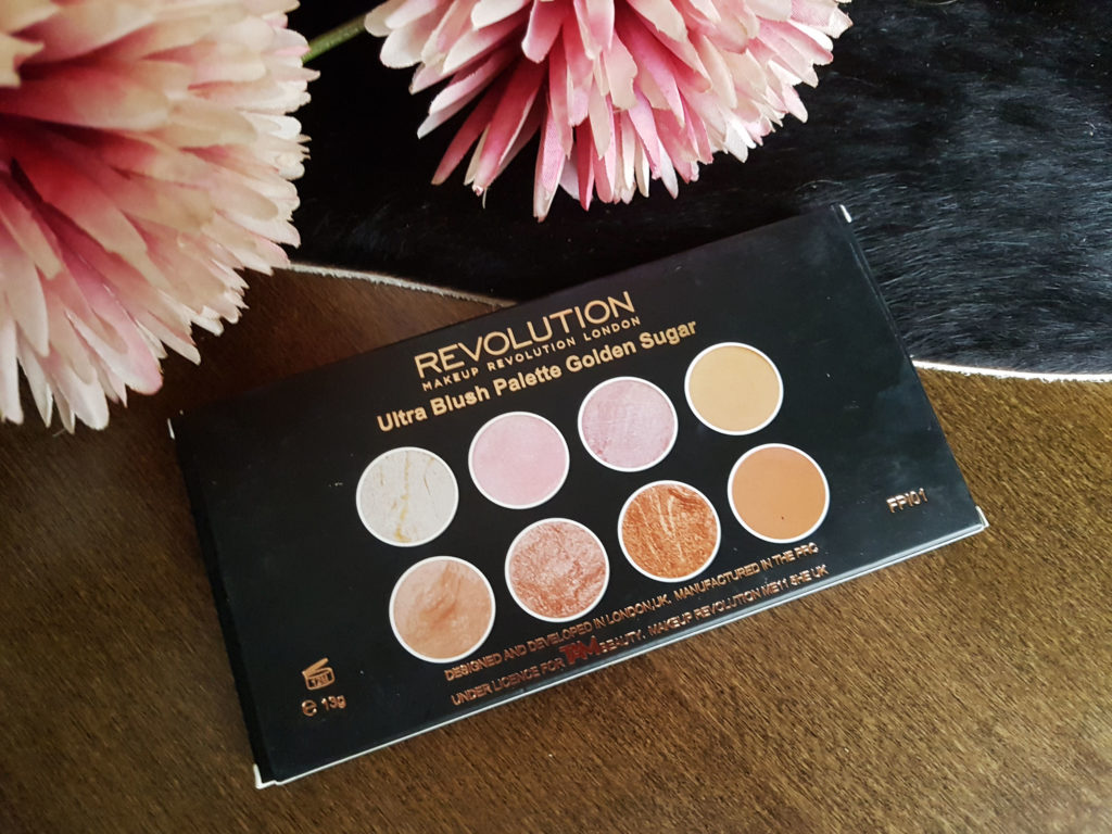 I have prepared for you many more posts regarding amazing MUR products, and my post today is about an excellent Blush Ultra Profesional palette in Golden ...